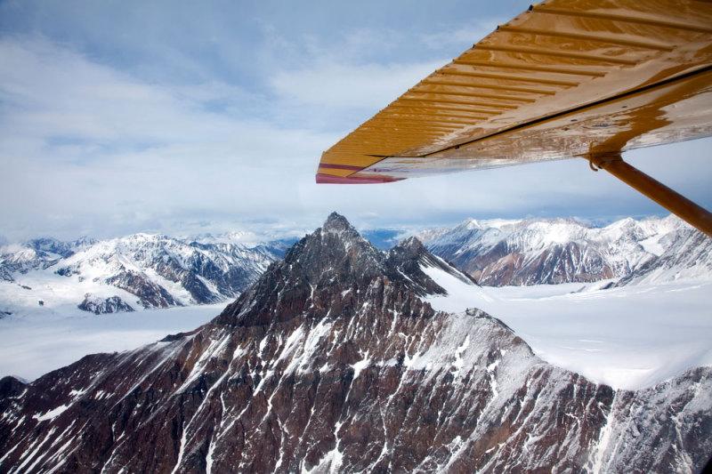 Vliegen over het gletsjergebied van Kluane National Park, camper, camperreis, rondreis, vakantie