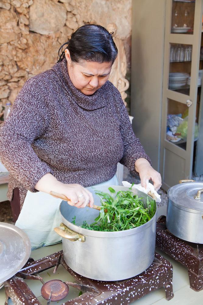 Koula kookt groenten voor de hele familie. vakantie Keta: Griekenland, kookles, workshop, koken, kookworkshop