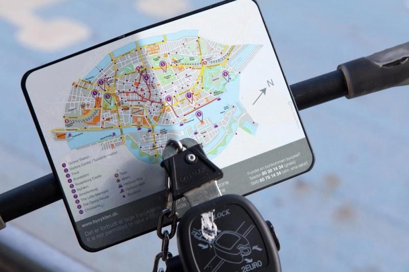 Op je huurfiets zit een plattegrond, Kopenhagen, Denemarken