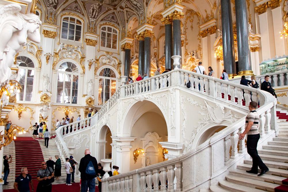 Het trappenhuis in museum de Hermitage in St Petersburg