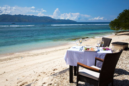 Lunchen bij Kokomo resort op Gili Trawangan, Indonesie.