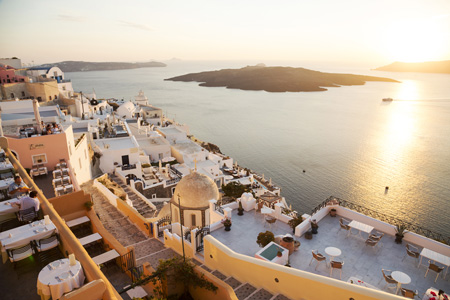 Santorini, Cycladen, Griekenland: sunset in Fira