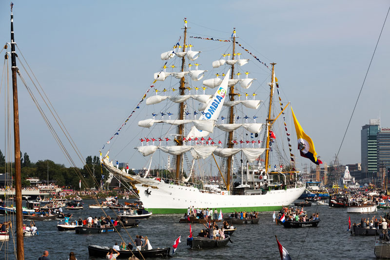 Sail out in Amsterdam, met matrozen ip de ra!