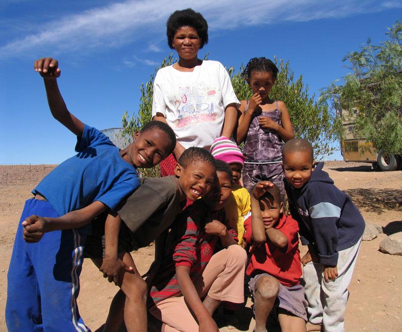Bewoners van een Nama-dorpje in Namibie, Afrika