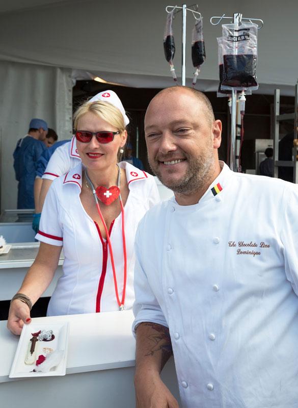 Dominique Persoone van The Chocolate Line met zijn dessert tijdens Kookeet in Brugge, Belgie