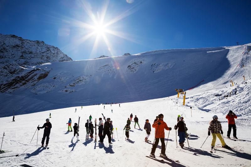 Herfstskien op de Rettenbach gletsjer in Solden, Oostenrijk