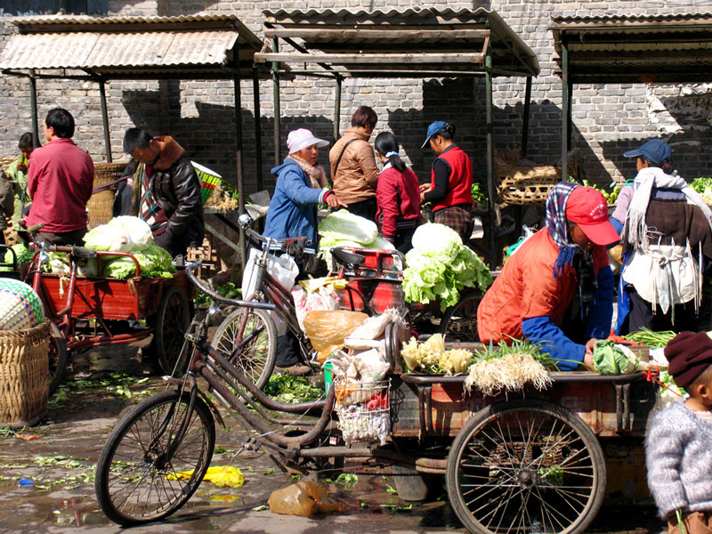 De markt in UNESCO stad Lijiang in de provincie Yunnan in China.