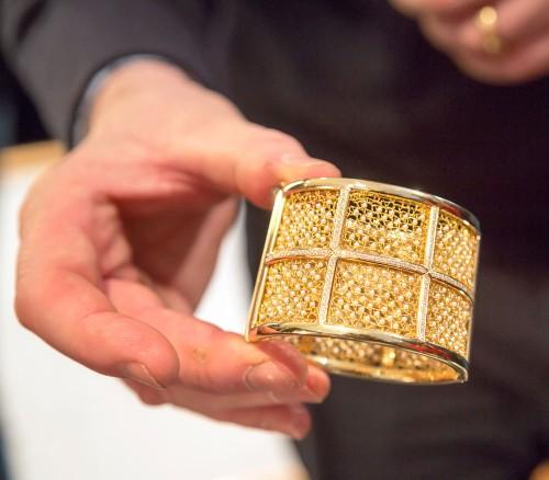 Stedentrip Brugge Handmade: unieke sieraden met kant van goud van Peter Quijo
