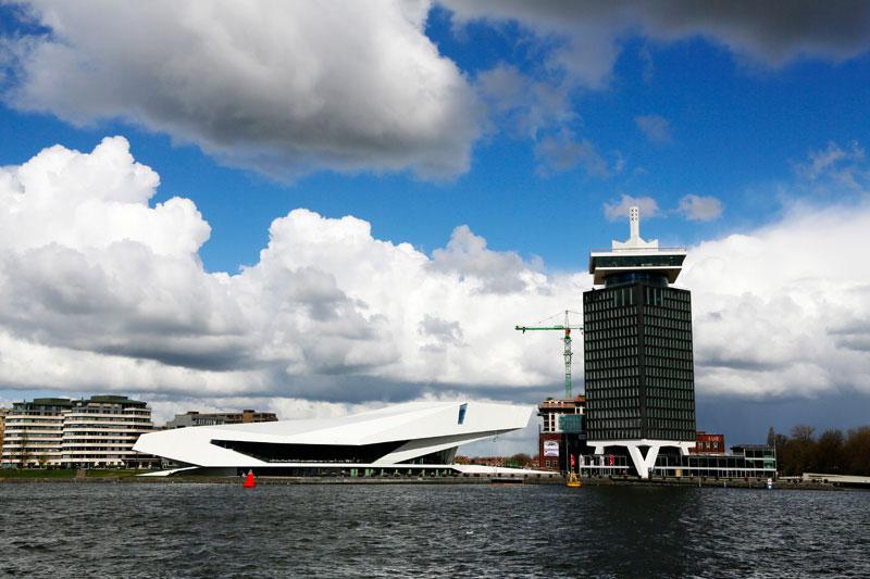 Varen van Amsterdam naar Zaandam en vv, via het Hembrugterrein.