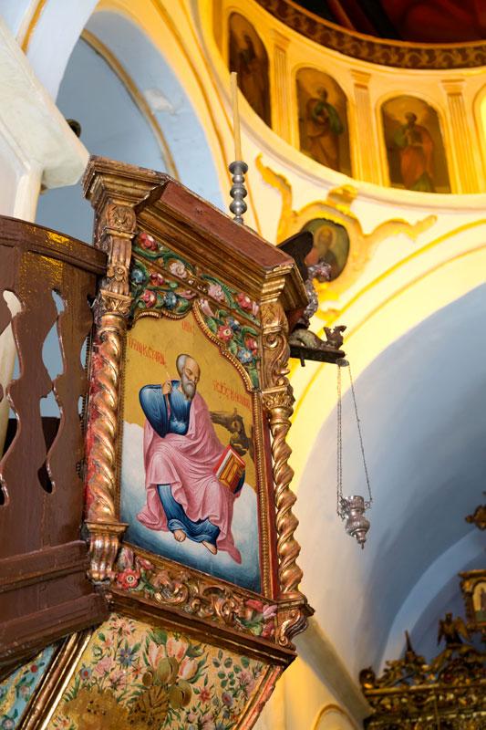 Interieur van de kerk in Ano Mera