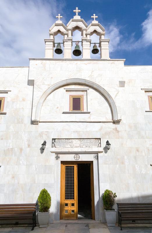De kerk in Ano Mera