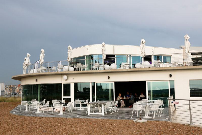 Trendy eten en loungen bij Cabo in Blankenberge, Belgie.