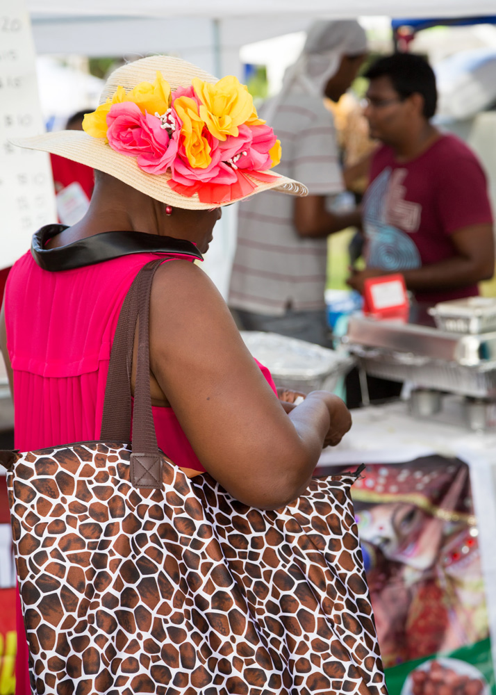 Street food in Queen's Park op Barbados.