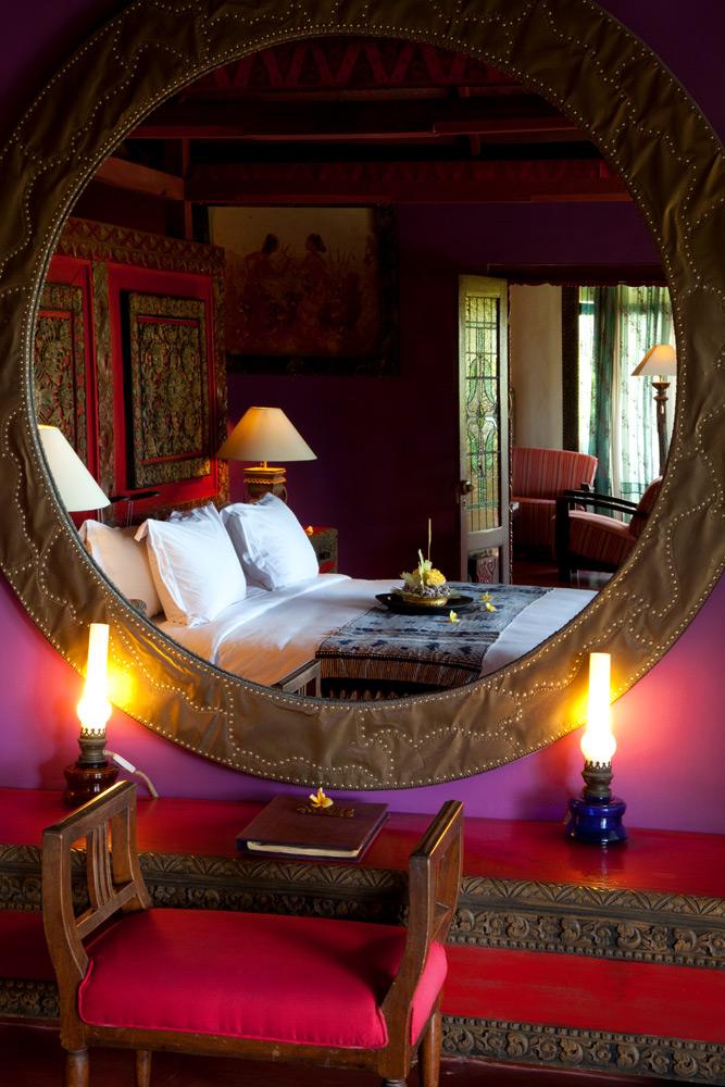 Een van de luxe kamers in hotel Tugu Bali op Bali, Indonesie