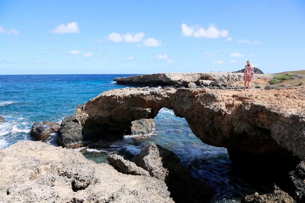 De kracht van water en wind: natuurlijke bruggen op Aruba