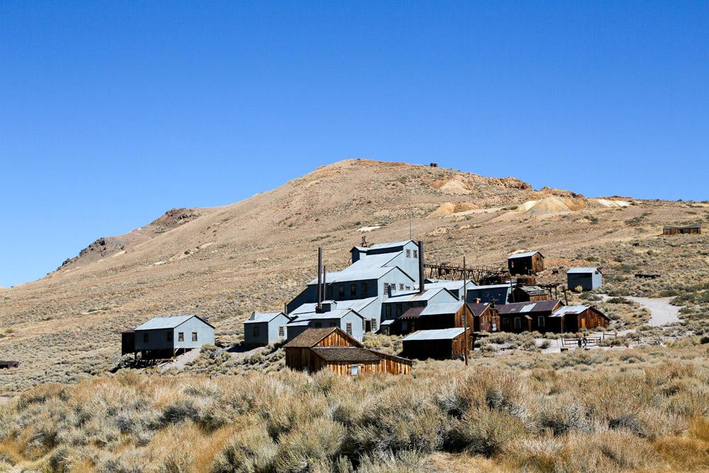 De fabriek van het mijndorp Bodie, spookstad, Californie, vakantie, rondreis Amerika