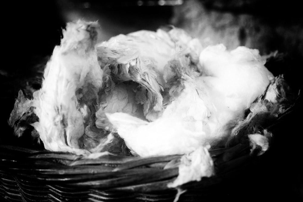 Bij papiermolen De Schoolmeester maakt de molenaar papier van vodden Papiermolen De Schoolmeester in Westzaan, Nationale Molendag