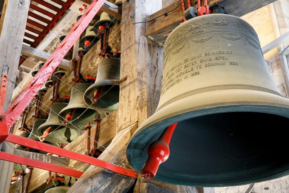 De enorme klokken van de Sint-Romboutstoren Stedentrip Mechelen, Belgie. bezienswaardigheid de Sint Romboutstoren