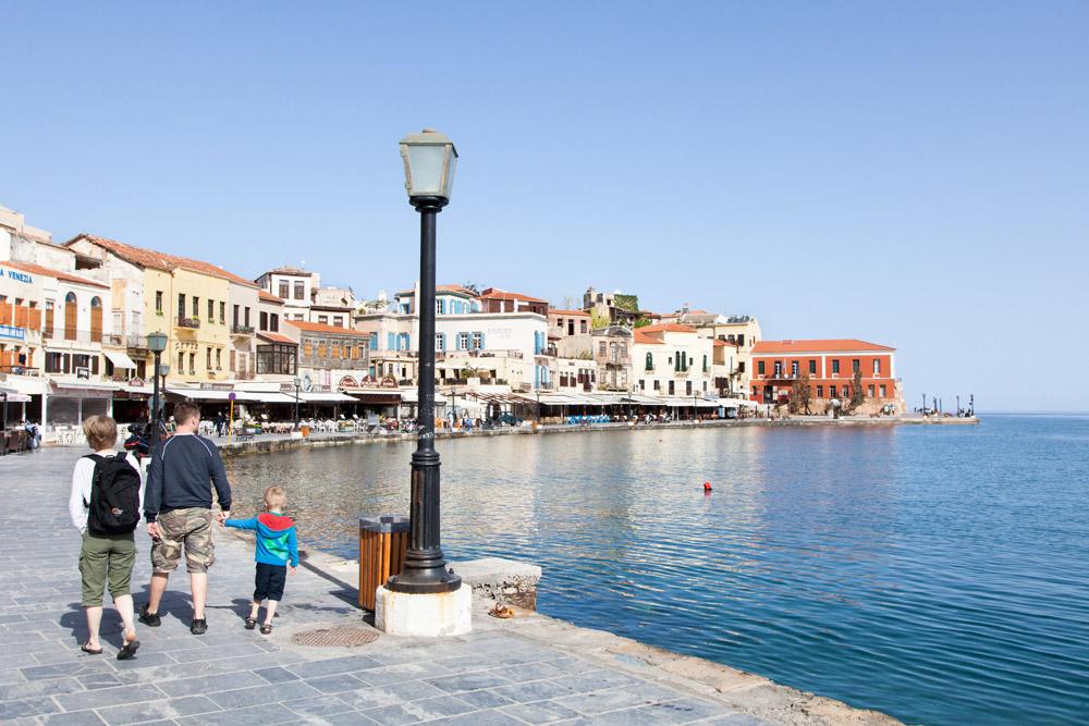 De kleurrijke Venetiaanse haven van Chania, vakantie Kreta, Griekenland