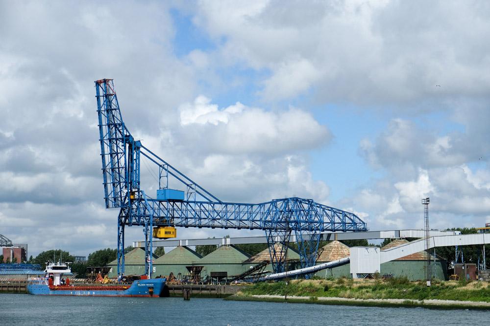 Het is bijna kunst, de kranen in de haven, Rotterdam