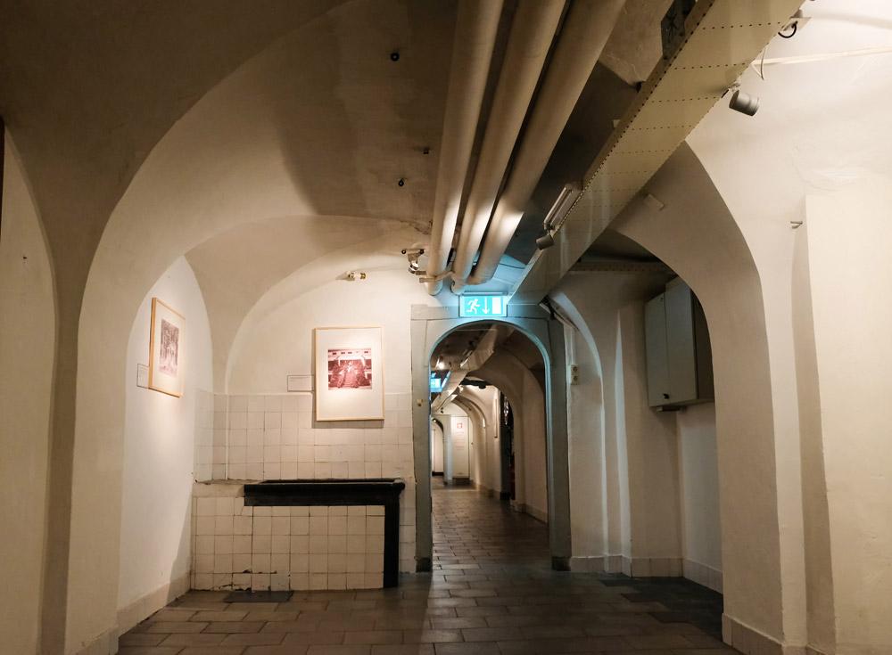 De doorgang in het souterrain, paleis Soestdijk