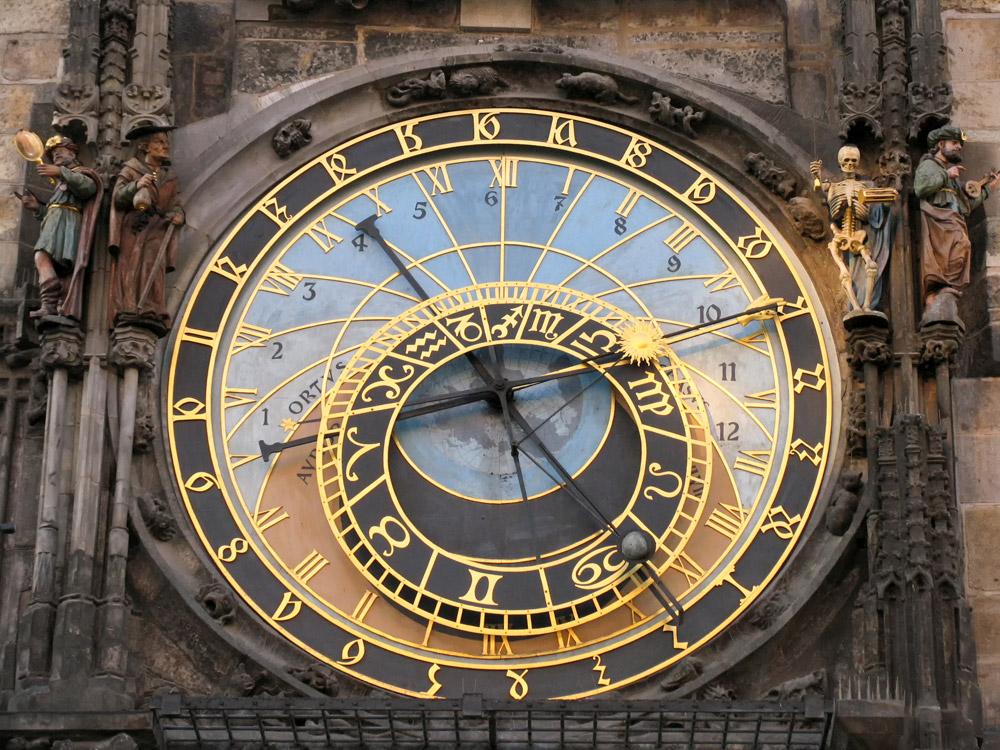 Praag, Tsjechie, Het astronomische uurwerk bij het Oudestadsplein