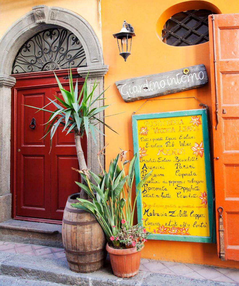 Knusse adresjes in overvloed in Lipari-stad, Eolische eilanden, Lipari eilanden, Italie