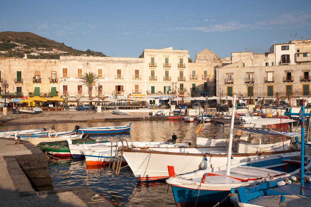Lipari stad op het gelijknamige eiland, Eolische eilanden, Lipari eilanden, Italie