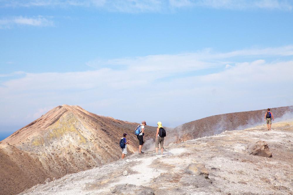 Genieten van een bijzondere plek op VulcanoWandelen op de vulkaan, Vulcano, Eolische eilanden, Lipari eilanden, Italie