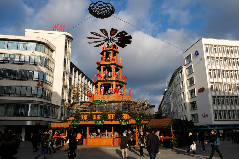 De kerstpiramide in het centrum van Hannover, kerstmarkten, kerst, kerstmarkt, Hannover, Nedersaksen, Duitsland