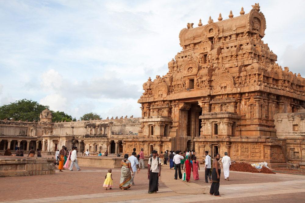 Een relatief ingetogen tempel, de Brihadishwara tempel in Thanjavur, Tamil Nadu, India