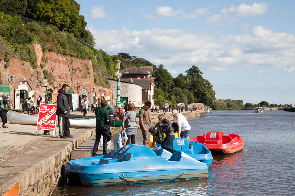 Cornwall, Zuid-Engeland rondreis - Bij Exeter verruilen we Tango even voor een waterfiets.