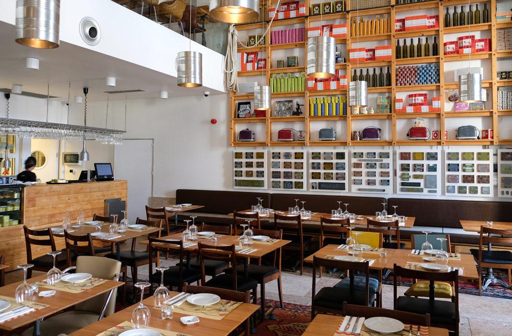 Bij slecht weer zit je binnen ook goed bij restaurant Can the Can, 3 x trendy hotspots restaurants in Lissabon, Portugal