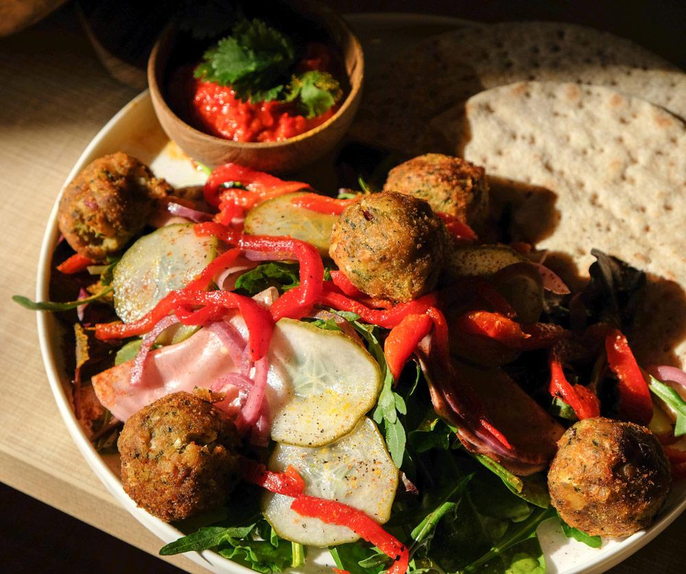 Restaurants in Hasselt, stedentrip hotspots Belgie - Een gulle portie falafel bij Boulebaar in Hasselt