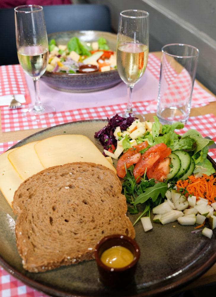 Restaurants in Hasselt, stedentrip hotspots Belgie - Vrijwel alles bij Koe-Vert komt uit de buurt