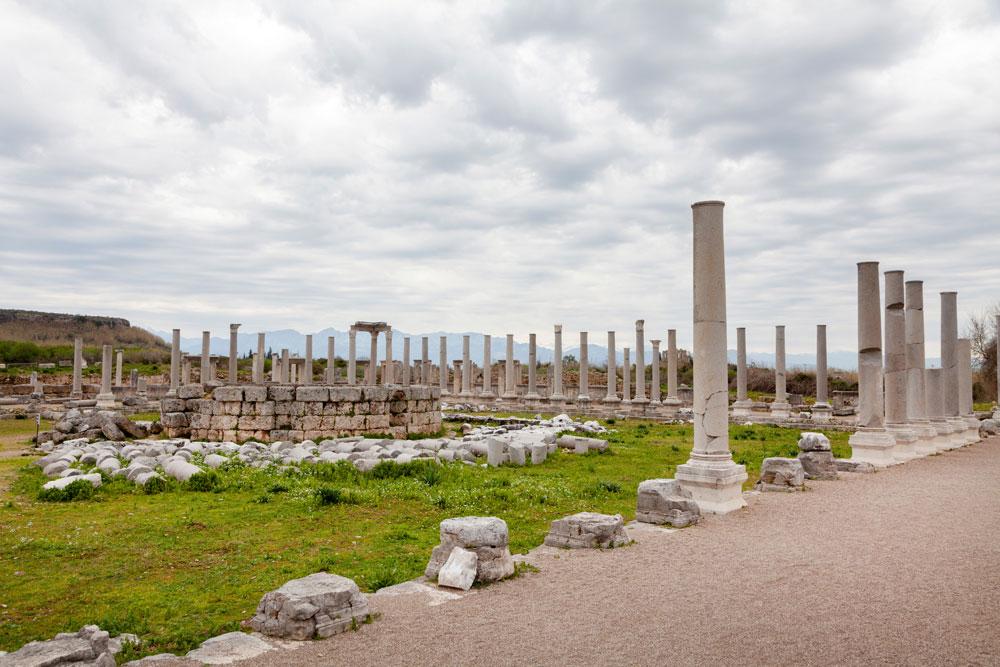 Hier in Perge liepen 1000 jaar v.Chr. al mensen - goedkope vakantie Turkije - rondreis van Antalya naar Cappadocie - visum Turkije