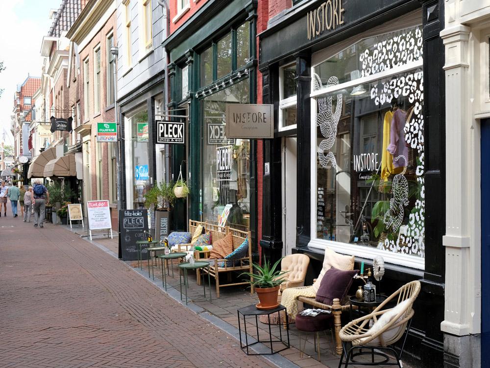 Stedentrip Delft, hotspots en bezienswaardigheden rond de Voldersgracht. Instore aan de Voldersgracht in Delft
