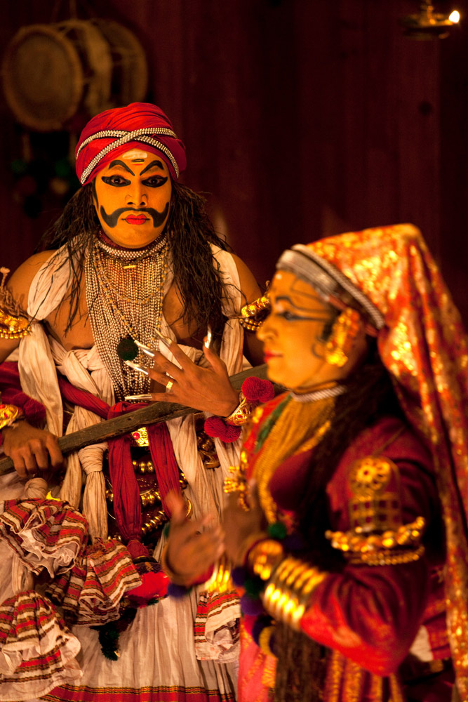 Een theatervoorstelling in het Kerala Kathakali Centre in Kochi of Cochin. rondreis Zuid-India, Kerala. Autorondreis
