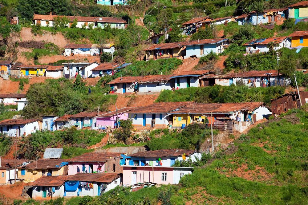 De pastelkleurige huizen in Ooty, Tamil Nadu. rondreis Zuid-India, Kerala. Autorondreis