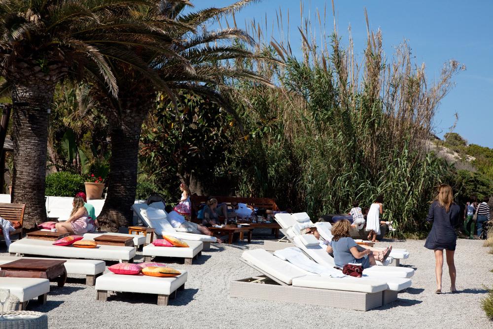 Playa des Cavallet, trendy en vlakbij het vliegveld, Ibiza, Balearen eiland, Spanje