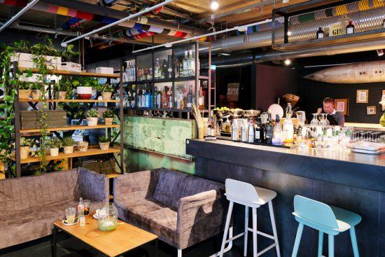 Restaurant en winkel SUPER in shopping mall Bikini Berlijn. Rondreis Bauhaus. 100 jaar het Bauhaus in Duitsland