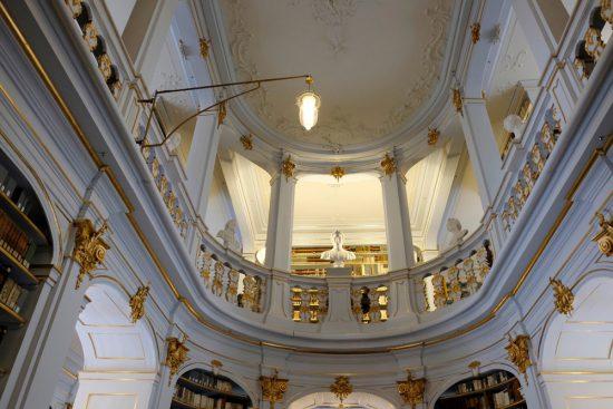 De Anna Amalia bibliotheek in Weimar. Rondreis Bauhaus. 100 jaar het Bauhaus in Duitsland