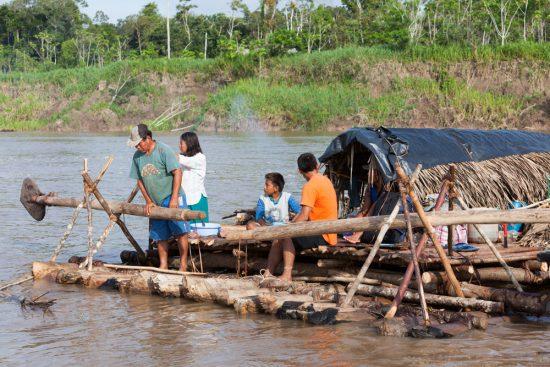 Zo wonen sommige mensen die goederen vervoeren over de Amazonerivier, Rondreis Peru, hoogtepunten, highlights en bezienswaardigheden
