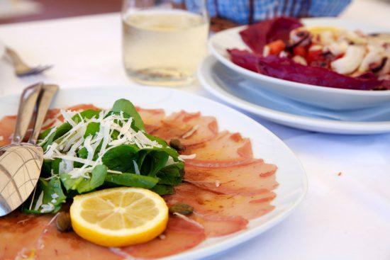 Verse vis bij restaurant Konoba Kolona in Cavtat. De Nieuwe Riviera, de Dalmatische kust in Kroatie, rondreis, bezienswaardigheden