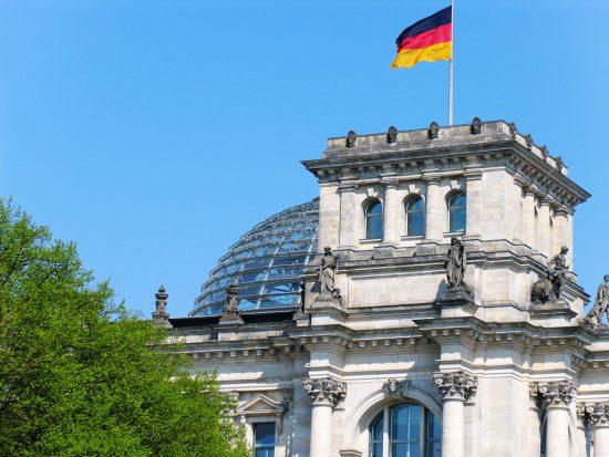 Het Rijksdaggebouw in Berlijn is een bezoek waard. Duitsland. Stedentrip Berlijn, langs hoogtepunten en bezienswaardigheden met de trabi-safari