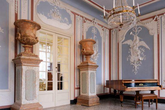 De adembenemende entree van Chateau de Deulin. Chateau de Deulin in Wallonie, Belgie, kasteel