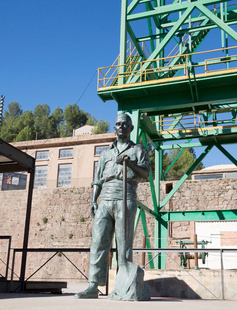 Beeld van een mijnwerker in Cardona, Catalonië, Spanje