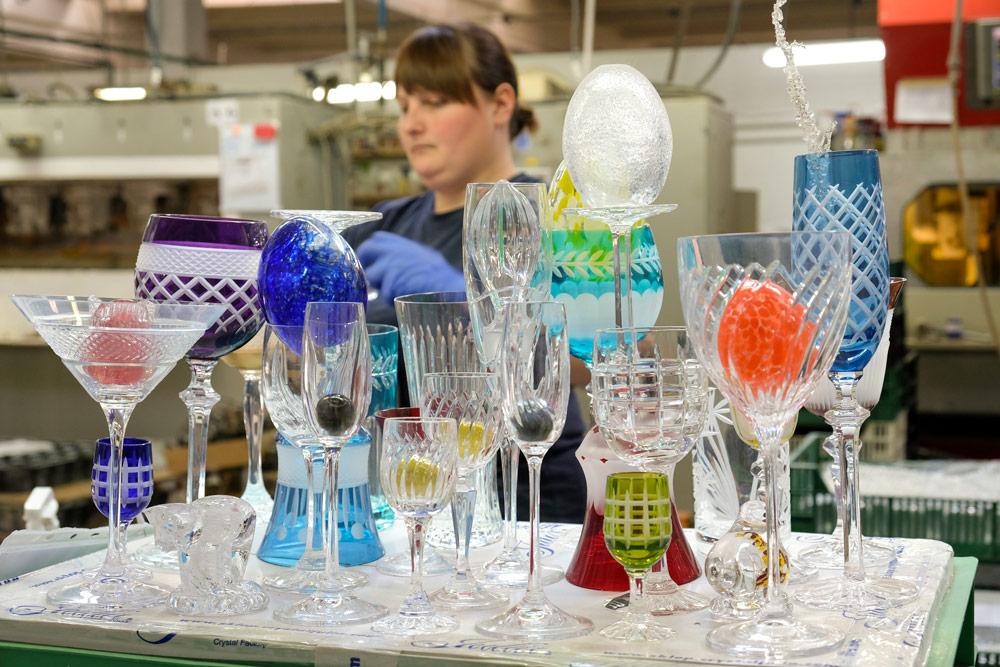 Verschillende eindproducten bij kristalfabriek Julia. Rondreis Neder-Silezie, Polen, roadtrip