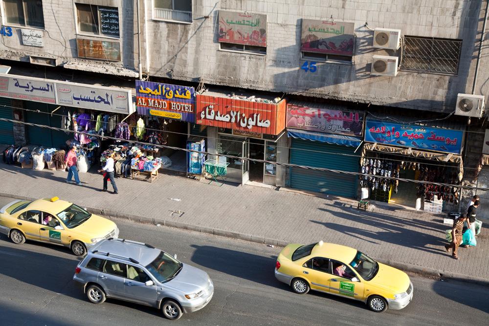 Straatbeeld in hoofdstad Amman, Jordanië . Rondreis Jordanie met Wadi Rum, Petra, Dana reserve en de Dode Zee