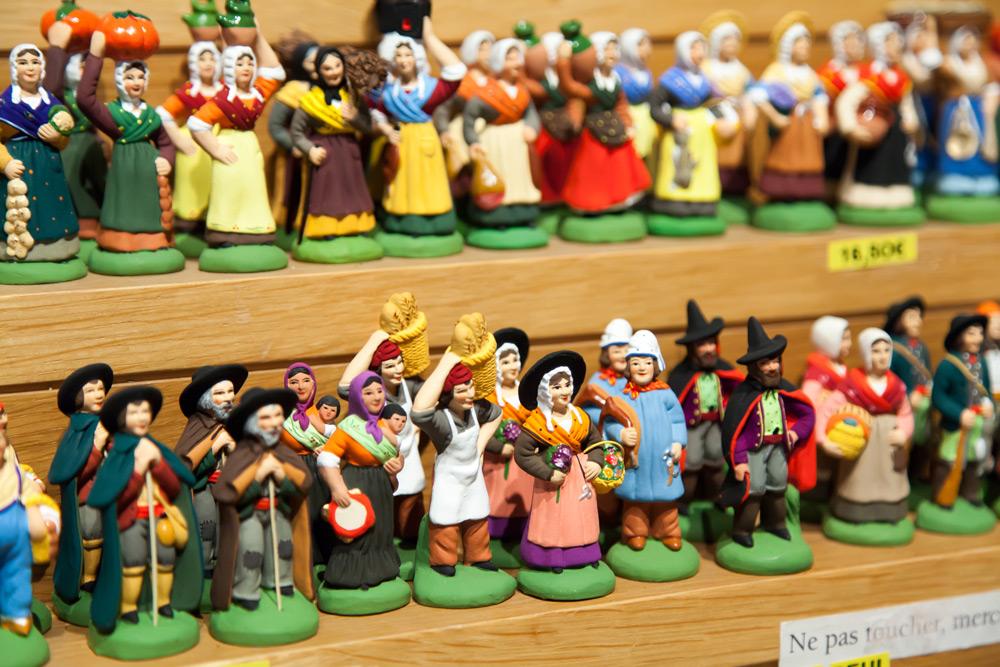 Typisch Provençaals is Santons Marcel Carbonel waar ze figuurtjes voor de kerststal verkopen . Stedentrip Marseille, Frankrijk, weekendje weg, hotels, Ben mobiele telefoonabonnement